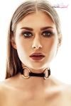 Collier Alabama 1 - Anaïs Lingerie - Collier tour de cou BDSM chic fantaisie, arborant deux gros anneaux dorés.