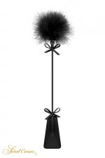 Tapette avec pompon noir - Sweet Caress - Cravache noire très légère avec pompon en duvet à une extrémité, pour s'initier aux jeux de soumission en douceur.