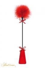 Tapette à pompon rouge - Sweet Caress - Cravache rouge très légère avec pompon en duvet à une extrémité, pour s'initier aux jeux de soumission en douceur.