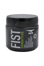 Lubrifiant Mister B FIST Sensitive 500 ml - Les qualités ultra glissantes du Mister B Fist Classique, avec en plus de l'Aloe Vera et de la vitamine E pour hydrater et apaiser les zones sensibles.