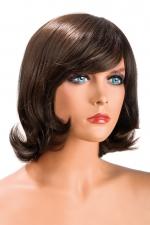 Perruque Victoria châtain - Perruque châtain aux cheveux mi-longs ayants un aspect naturel. Elle à une jolie mèche à l'avant.