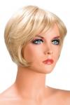 Perruque Daisy blonde - Perruque blonde aux cheveux courts en carré moderne à la nuque dégradée.
